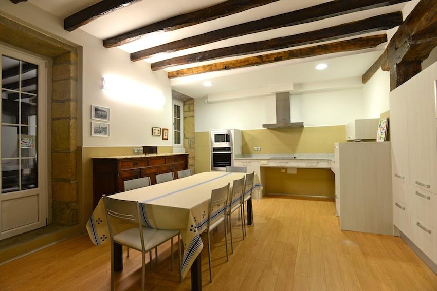La cocina accesible de casa rural utxunea casa rural for Cocinas para casas rurales