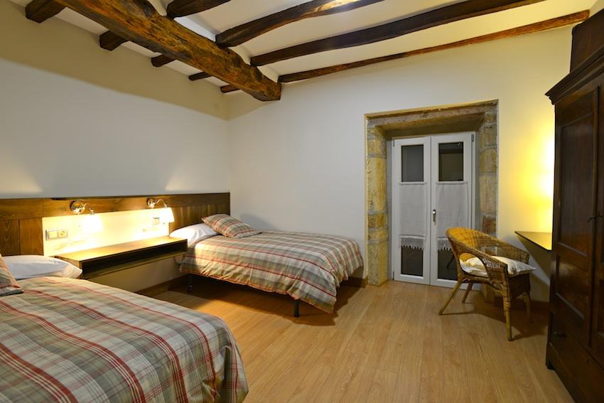 Habitaci n de dos camas casa rural adaptada para las - Habitacion 2 camas ...