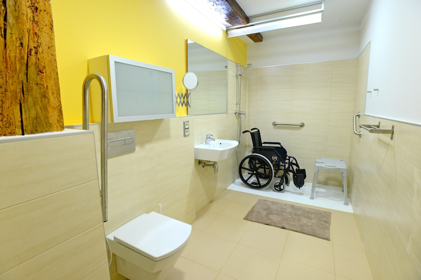 Dos grandes ba os adaptados grandes y accesibles casa for Sanitarios minusvalidos