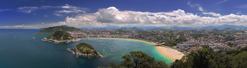 Desde Casa Rural Utxunea el viajero elige entre la Costa Vasca de Donostia-San Sebastián, Zarautz o Zumaia, y la Côte Basque de San Juan de Luz, Biarritz o Baiona. El País de los Vascos a ambos lados del Pirineo: montañas verdes y playas de aguas bravas