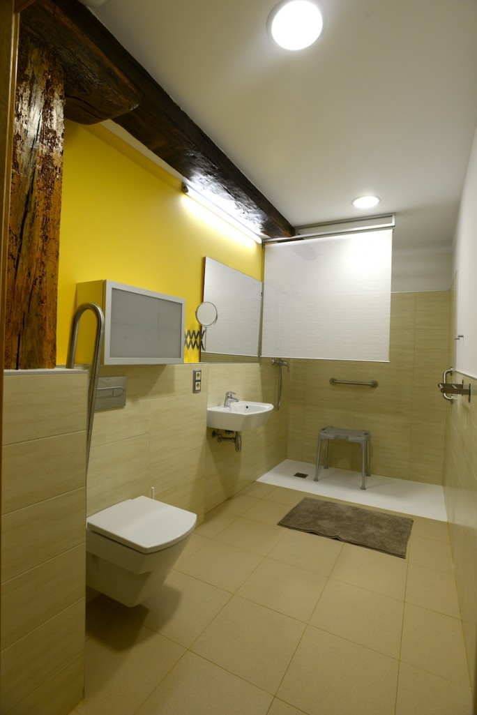 Baños adaptados. Grandes y accesibles  Casa Rural adaptada para ...