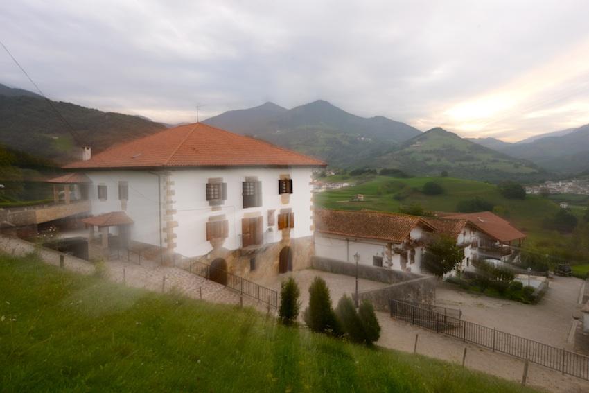 UTXUNEA es un caserío histórico adaptado como Casa Rural en el corazón del País del Bidasoa. En Igurin-Donamaría, en lo más profundo de los Valles Tranquilos de Navarra, Casa Rural UTXUNEA te ofrece el silencio verde de nuestras montañas a 30 km de las playas de la Costa Vasca: Hondarribia, Donostia-San Sebastián o Biarritz.[/quote]